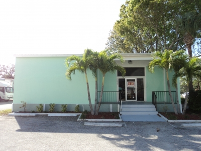 3,585 SF OFFICE/WAREHOUSE - 3215 Aviation Blvd.