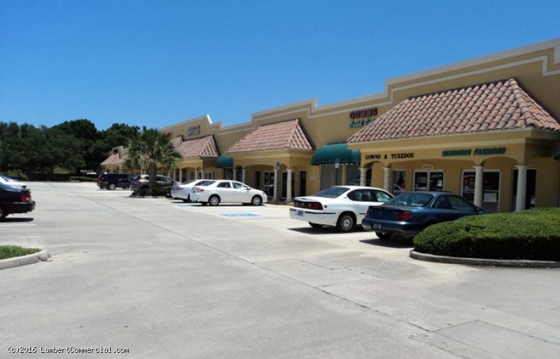 2,000 SF RETAIL SPACE WITH 17TH VISIBILITY FOR LEASE - Minutes from Beaches - 703 17th Street