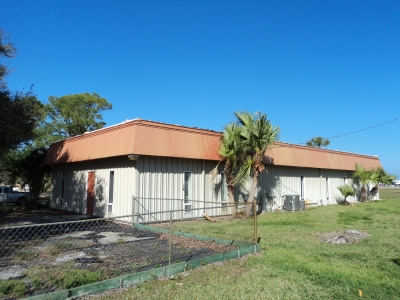 3,630 SF BUILDING FOR LEASE - 2710 Airport Drive